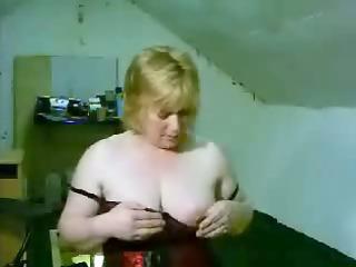 older bares her scoops