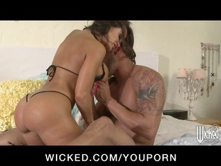 hawt mother i pornstar lisa ann has large a-hole