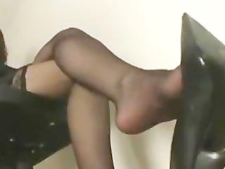 shoe/leg/feet tease in gorgeous nylon nylons