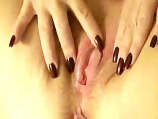 chubby floozy squirts when finger gangbanged