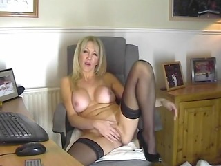 hawt mamma in nylons showing her cunt