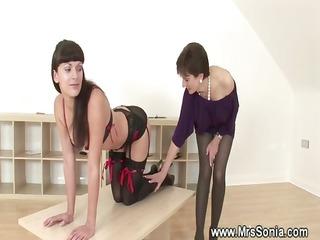 dominant-bitch thrashing a kinky playgirl