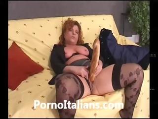 casalinga italiana si masturba con sfiloncino