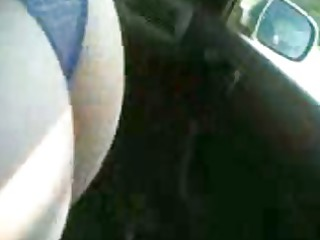 italian wife gives a oral stimulation in car to