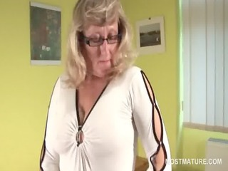 stockinged older in glasses toying her fuck