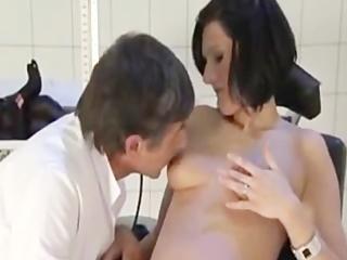 doctor bonks a preggo wife (dialogue in german)