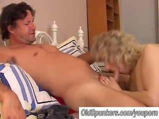sexy cougar loves to fuck a younger boy