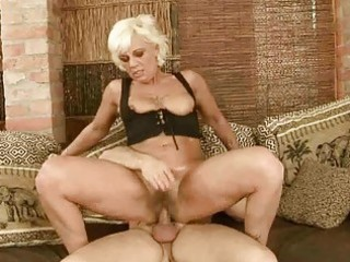 sexy granny acquires her hairy pussy fucked hard