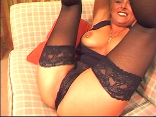 mother i plays w/ her pussy