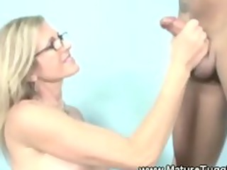 messy blonde mother i has her hands ful