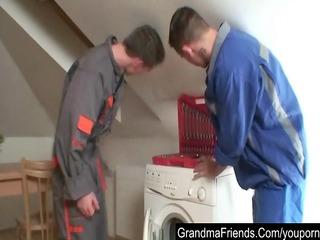repairmen bang granny untill double cumshot