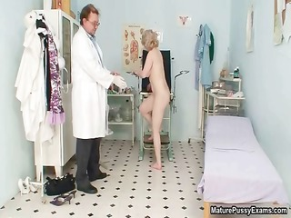 horny housewife getting her moist snatch part4