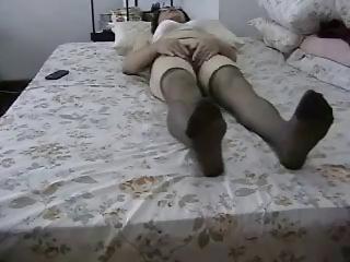 dilettante granny masturbates her unshaved pussy !