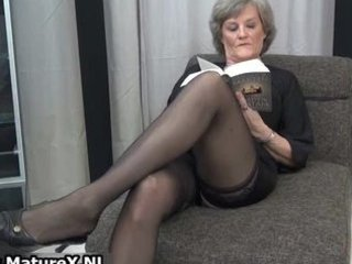 aged housewife in sexy darksome nylons part0