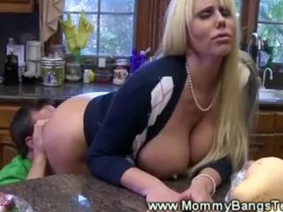 orall-service kitchen play for lewd milf from