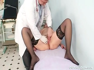 redhead granny impure wet crack stretching in gyn