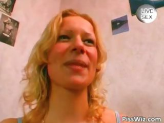 blond milf p9sses in bath as then