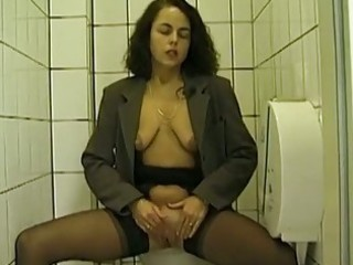 public wc oral pleasure and peeing with amateur