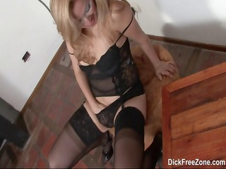 golden-haired latin babe rubia goes solo and rubs