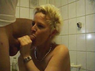 mature woman fucking in bath