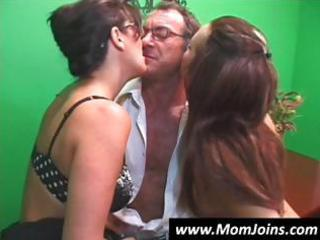 randy spears dips his dick inside a mama with