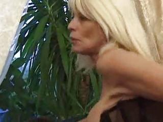 pierced older slut anal sex